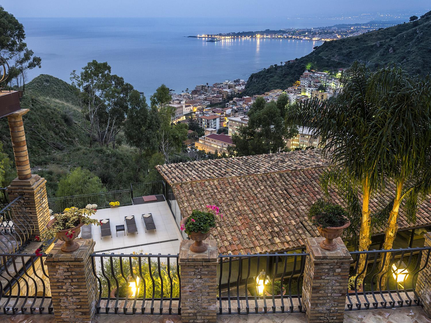 Position - Apartments in Taormina - Luxury Residence Taormina - Room rent- Holiday homes - Sea Residence